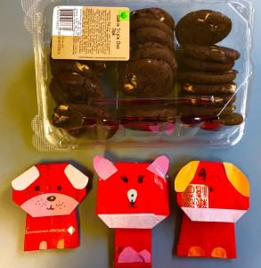 家長提供的小點心及小朋友製作的紅包狗